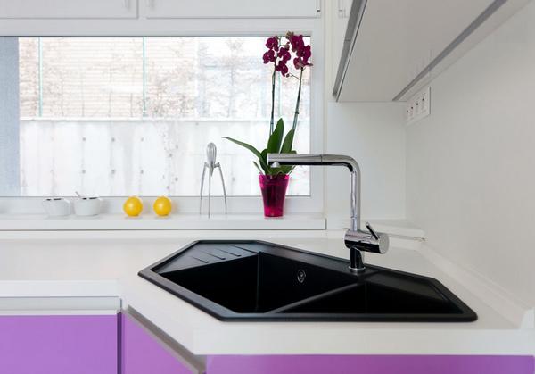Wastafel untuk sudut ruangan dengan desain dapur cantik