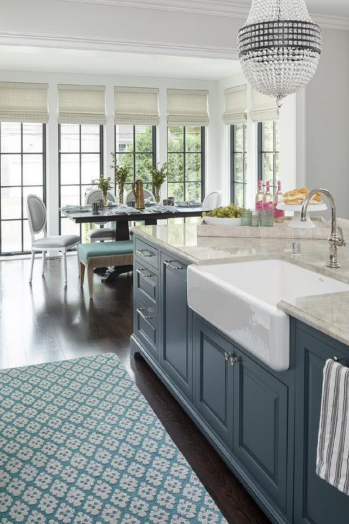 desain wastafel cuci piring marmer dengan satu bak dan kabinet kitchen set