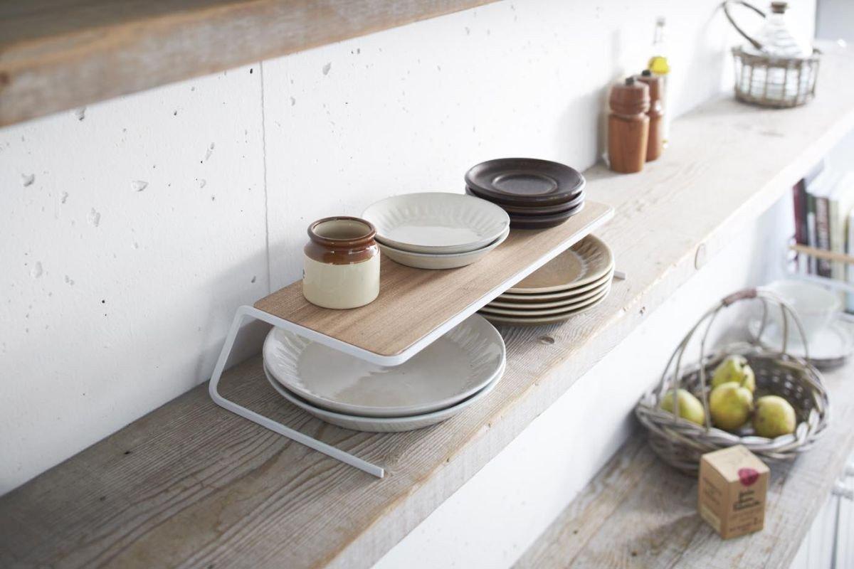 rak dapur kayu tosca dan putih dengan dudukan stainless
