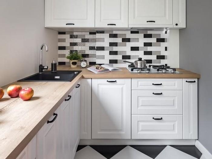 dapur sudut dengan kabinet dapur kayu warna putih