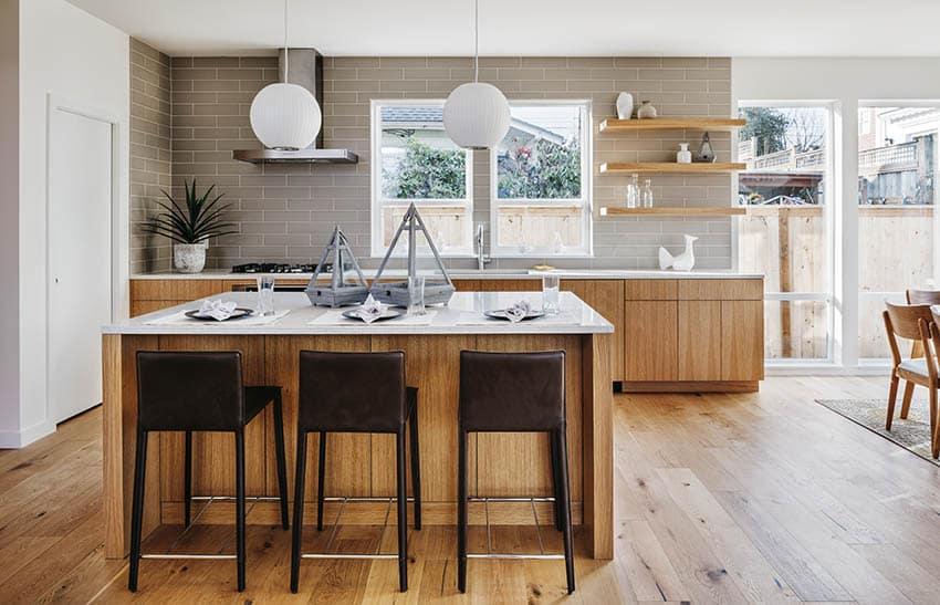 desain dapur gaya eropa bahan kayu dan marmer