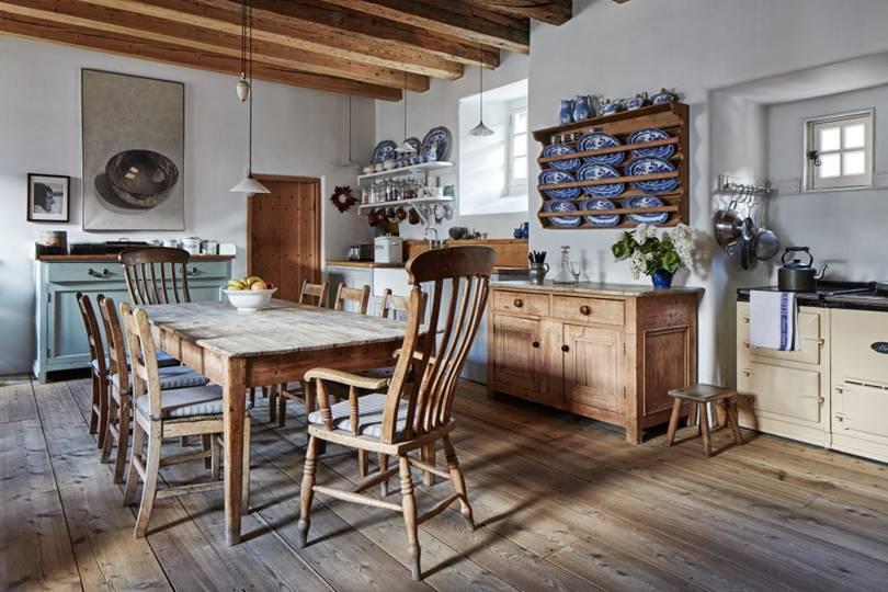 desain dapur minimalis dengan gaya rustic dengan lantai kayu natural
