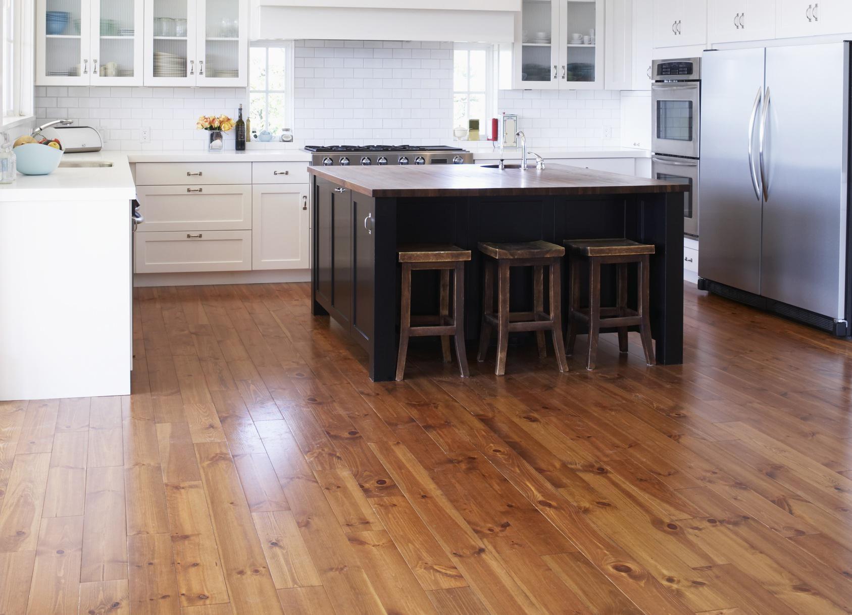 desain lantai dapur minimalis dengan kabinet dapur warna putih