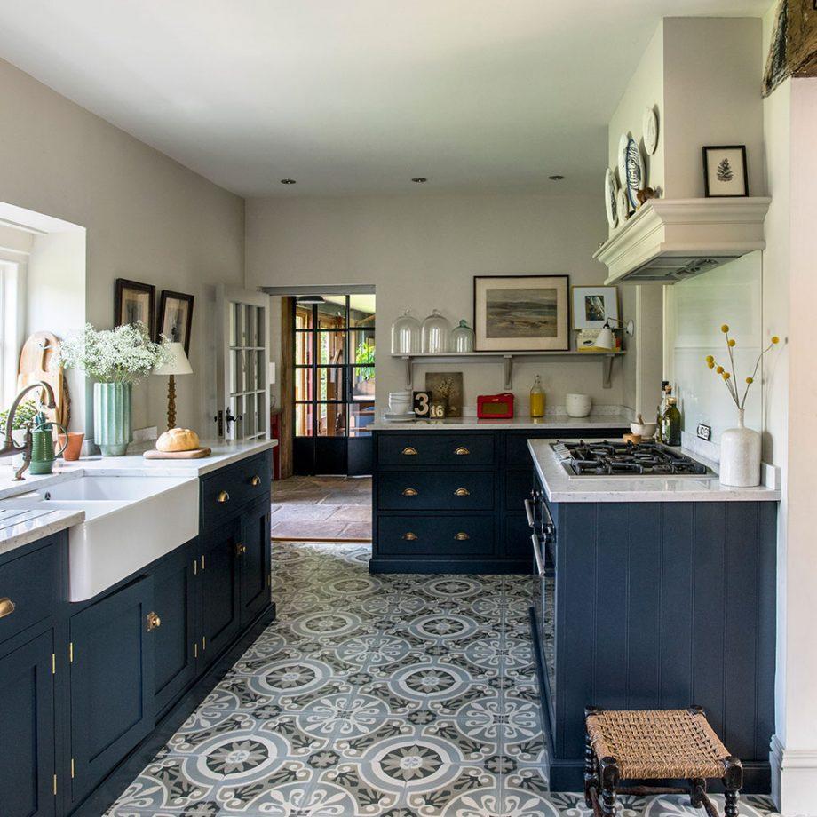 keramik lantai dapur dengan model ukiran