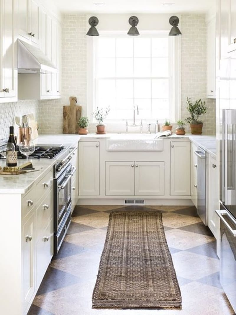 kreasi lantai dapur penambahan karpet bergaya pedesaan
