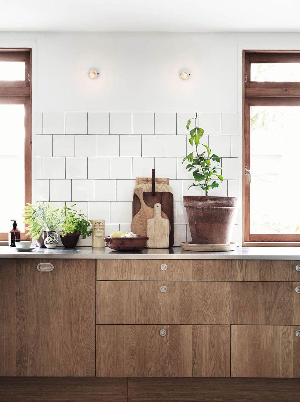 lemari dapur kayu konsep naturan modern warna asli