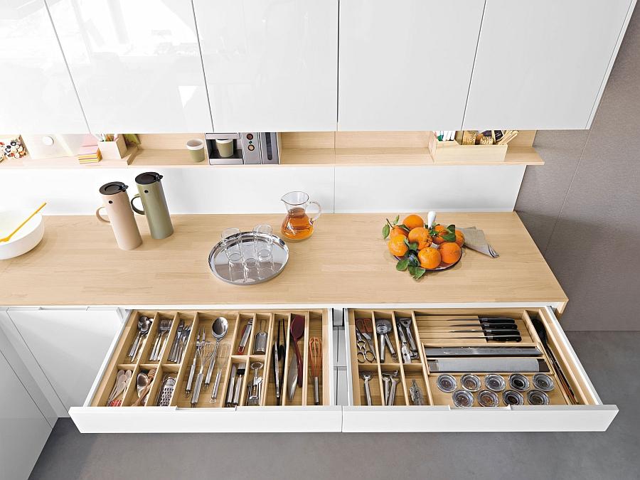 wadah pisau dapur dalam laci kecil lemari dapur