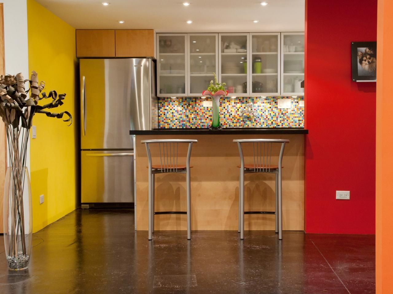 desain dapur gaya dinding dapur tropis kuning dan merah kitchen sets